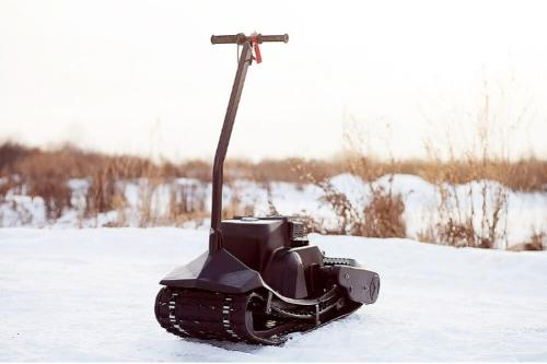 "Motorized snowboard ""Monotrack"""