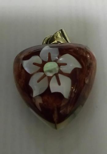 Corazón musical flor concha natural de abulón  y resina
