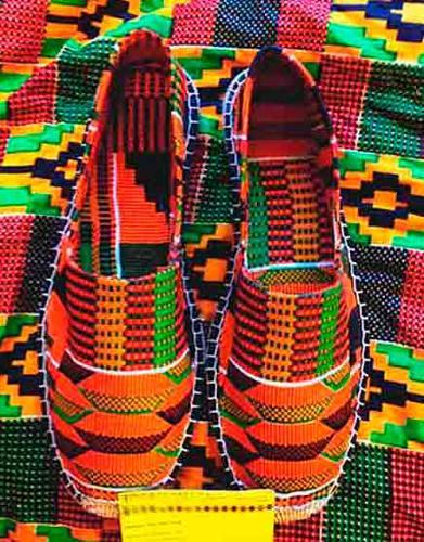Alpargatas artesanales con tela africana.