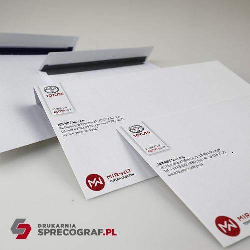 Företagets kuvert och tryckta papperspåsar