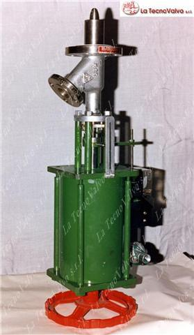 Valvola di scarico fondo reattore pneumatica