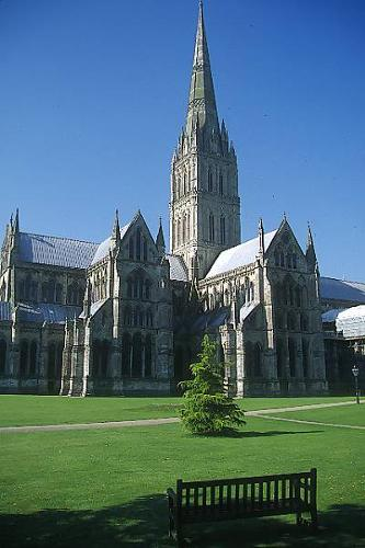 Tours of Stonehenge & Salisbury Cathedral (Magna Carta)