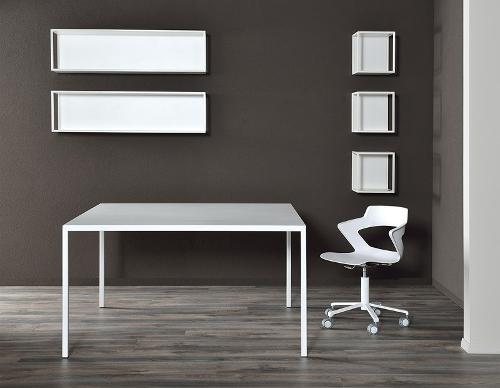 tavolo bianco in ferro