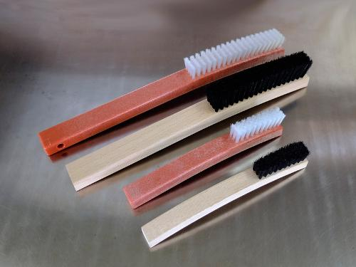 Plate cleaning brush, with handle