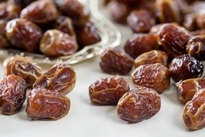 Sukkari dates with almonds