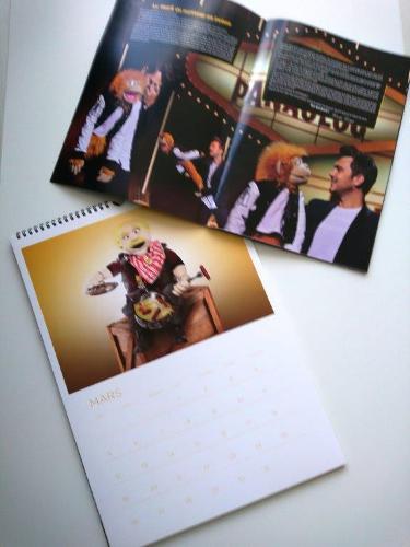 Kalendáře, časopisy, brožury a štítky