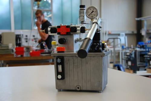 Kundenspezifisches Kompaktaggregat für Baumaschine