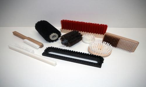 Large selection of technical brushes