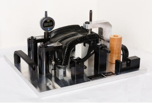 Messvorrichtung für ein Kunststoff-Formteil