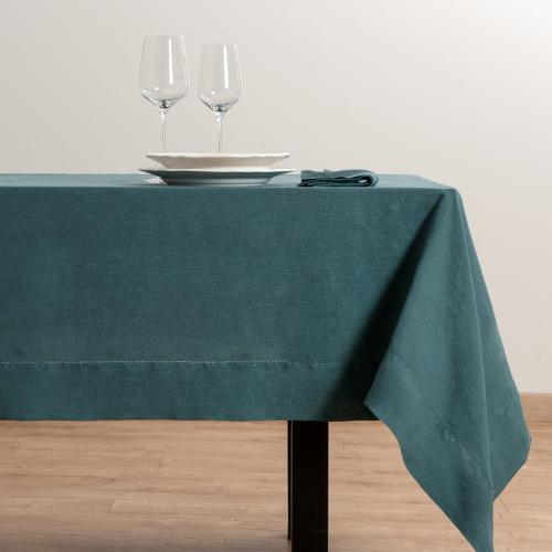 table cloths , napkins and placemats
