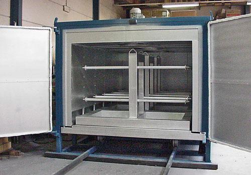 Oven for thermal treatments