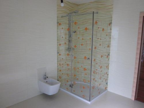 SHOWER CABINS  AND PARTITION SHOWER WALLS