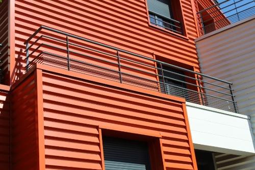 Garde corps métallique extérieur bâtiment industriel