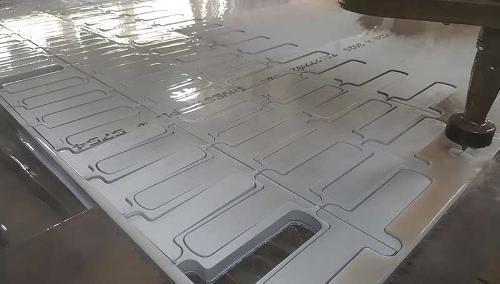 Vesileikkaus jopa 4000 x 2000 mm, maksimipaksuus 200 mm