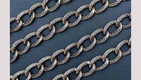 catena in lega metallica per settore moda