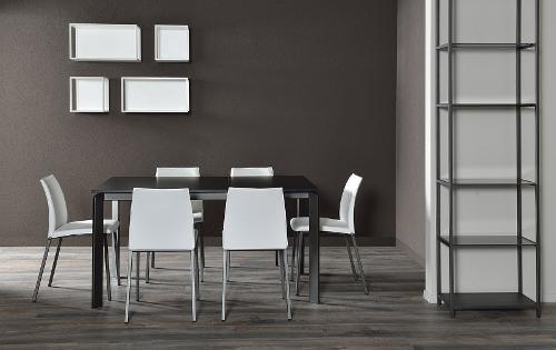 tavolo con sedie in ferro