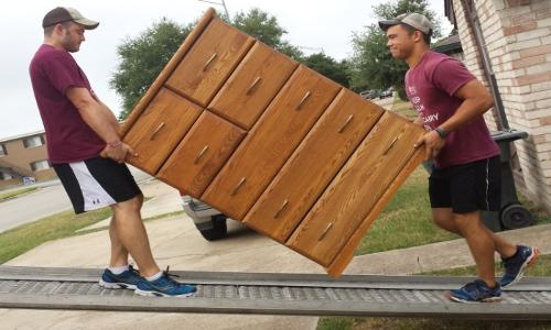 Furniture moving company in Medina