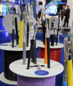 Hybrid cables with BUS elements for Robotics