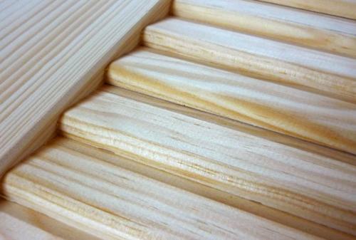 Persiennes américaines en bois à lames pleines