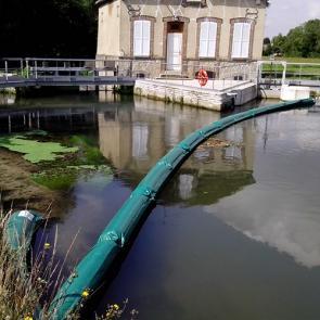 Barrage Pour Contenir Les Déchets Et Débris Flottants