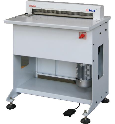 Punching machine (perforatrice pour reliure de calendriers)