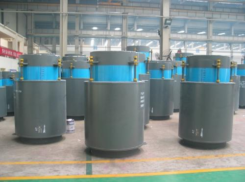 Externally pressurized axial expansion joint