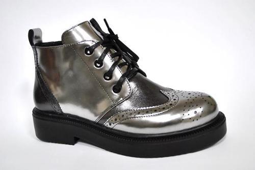 Ladie's shoes