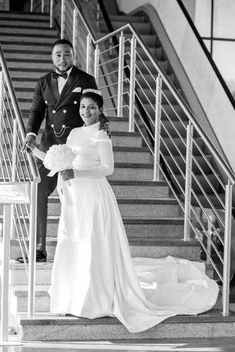 Custom Made Bridal Gowns with Train and Veil