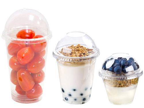 Пластиковые стаканы и креманки