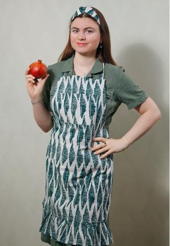 Apron with hair band