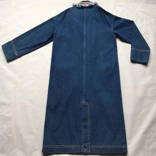 женское длинное джинсовое пальто