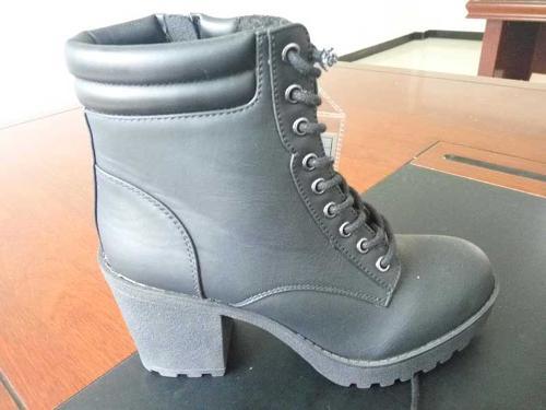 أحذية ذات الكعب العالي النسائية