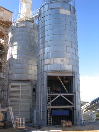 Storage silos for all bulk products - Height of 15,04 m.