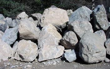 Bruchsteine, Wuhrsteine