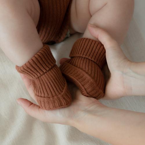 Booties knitted from merino wool Cinnamon