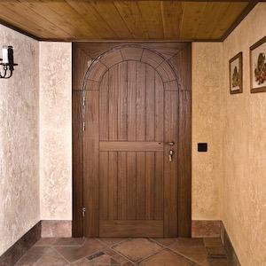 Арочные межкомнатные двери из массива натурального дерева