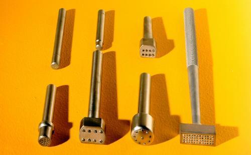 Diamond trueing tools