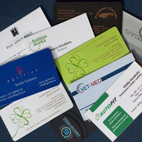 Vizītkartes ofsetdrukā CMYK un sietspiedē
